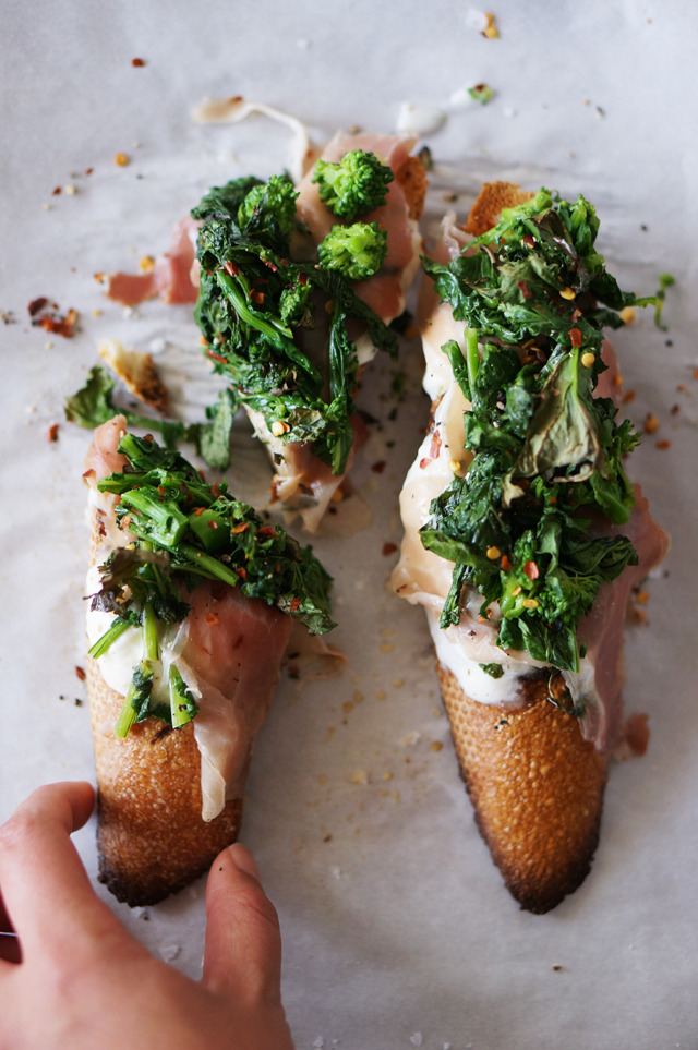 (via Broccoli rabe crostini with burrata and prosciutto)